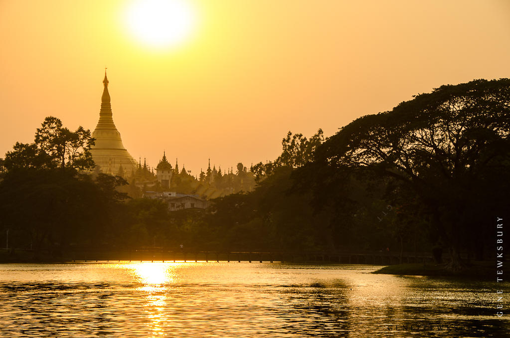 Sunset on Shwedagon